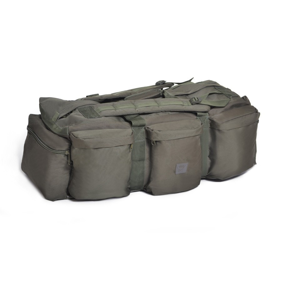 Taktikai utazó és hátizsák